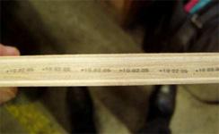 木材に製造番号を印字